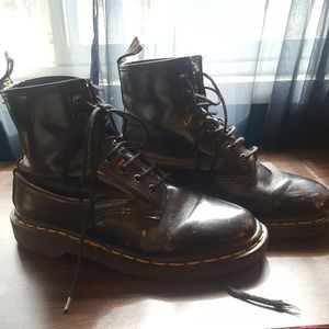 Dr. Martens 8 eye boot